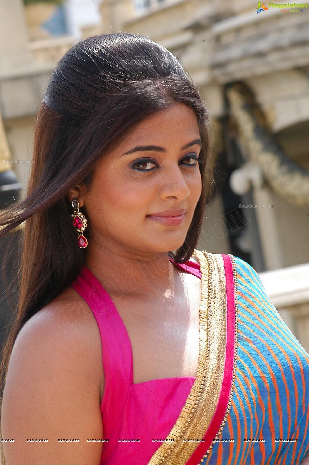 my country actress priyamani in saree from kshetram