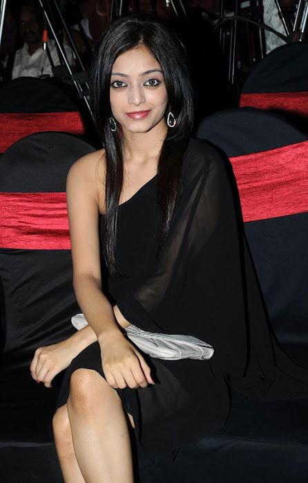 janani iyyer actress pics