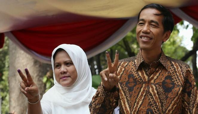 Jokowiw bersama istri taman suropati