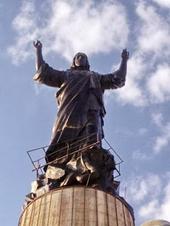 Syrian rebels and local militias halted fire while organizers set up huge Jesus statue