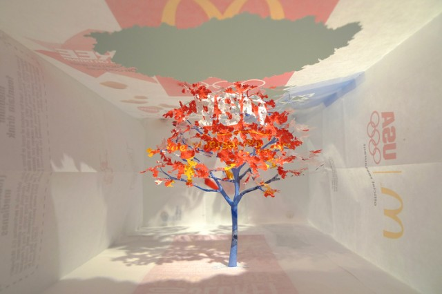 Árvore feita com saquinho do McDonald's