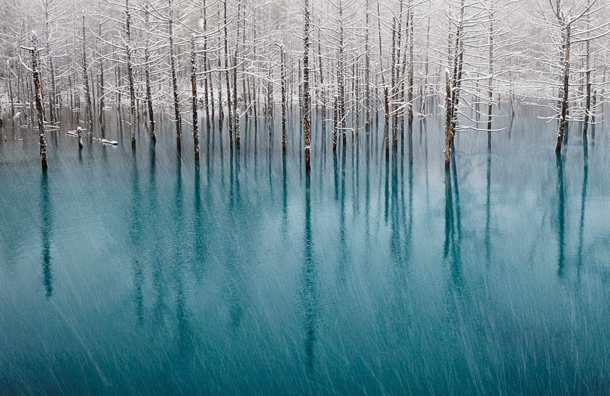 2. Bright Blue Pond In Japan - 18 Beautiful Frozen Lakes, Oceans And Ponds That Resemble Fine Art