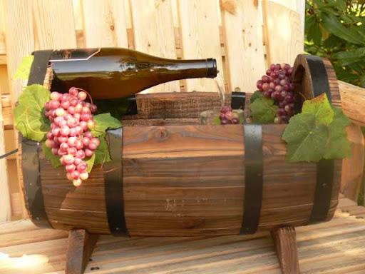 Backyard barrel fountain design for Wine barrel fountain
