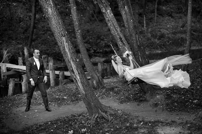 vestuvių fotosesija ant supynių
