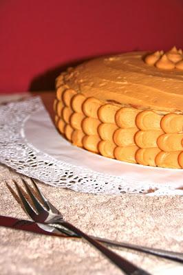 Pastís de nata i caramel amb decoració