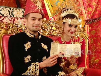 Foto Akad Nikah Teuku Wisnu dan Shireen Sungkar