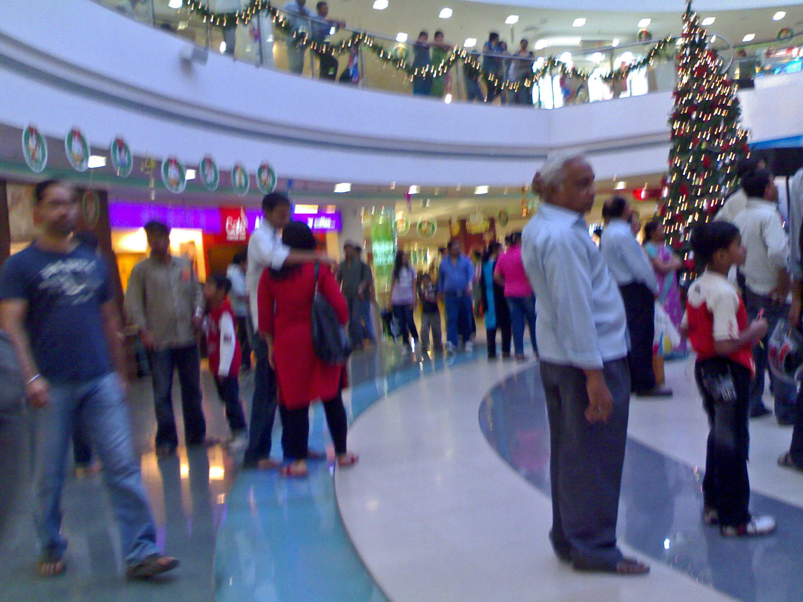 inorbit mall malad Inorbit mall, malad was the first shopping mall to open under the inorbit umbrella,  in 2004 it was designed by architectural firm pg.