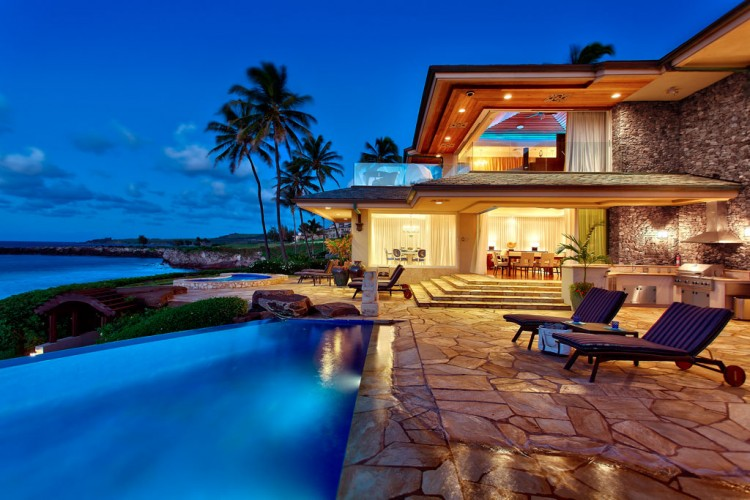 Architecture corner jewel of maui by steven cordrey for Beachfront home plans