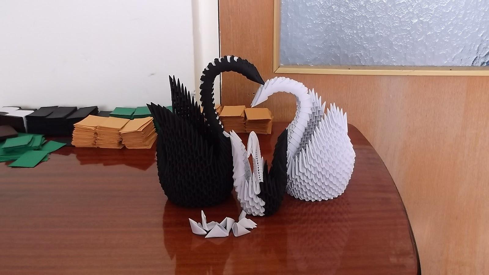 Razcapapercraft 3D Origami Swan Family