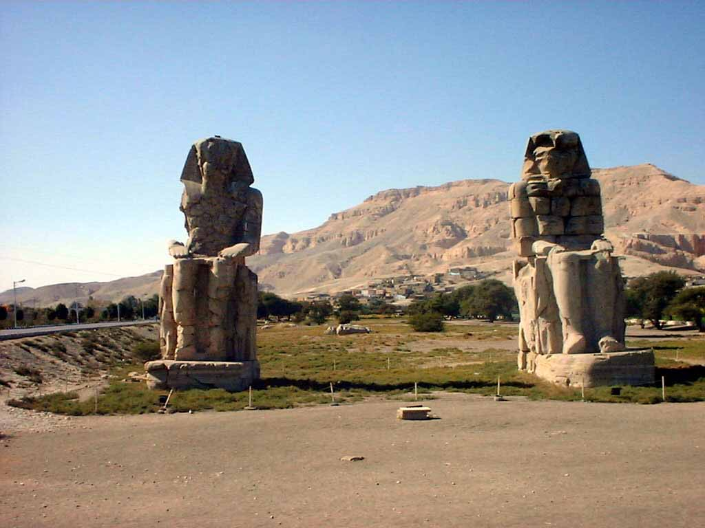 http://2.bp.blogspot.com/-FlTICif1eZc/TsURaUazHOI/AAAAAAAAFQ4/wjI8Zouqmmw/s1600/egypt+pyramids+sphinx+wallpapers.jpg