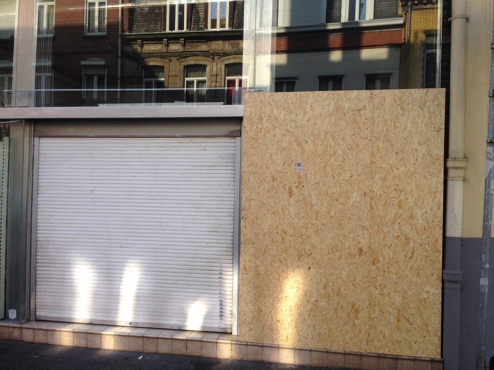 Fermeture provisoire d'une vitrine de magasin