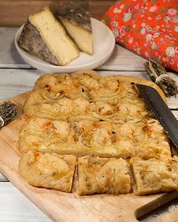 Focaccia au tomme de Savoie, recette focaccia, focaccia maison, recette focaccia, focaccia italienne, pain italien, pain au fromage, que faire avec du pain