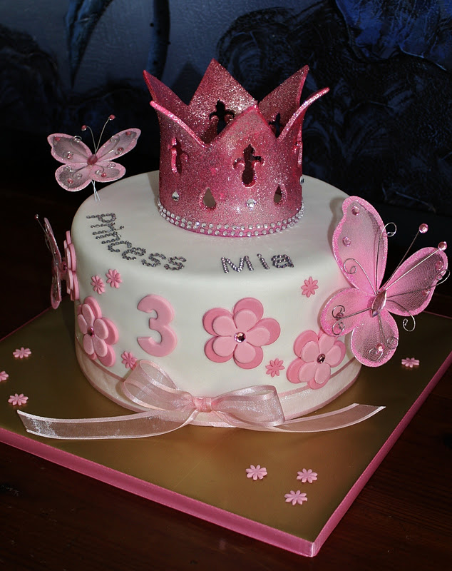 Birthday Cake Pictures Of Princess : Sandy s Cakes: Princess Mia s Blingy Birthday Cake