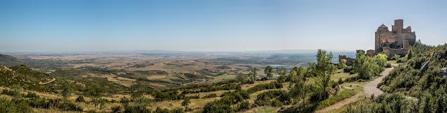 La Hoya y el Castillo de Loarre :: Panorámica 7 x Canon EOS5D MkIII | ISO100 | Canon 24-105 @50mm | f/10 | 1/125s