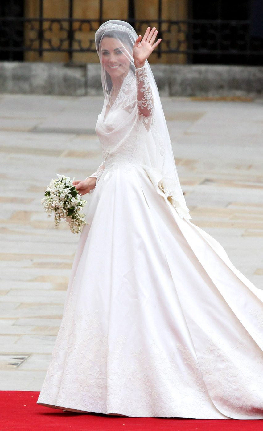 Katery designs ooo la la met gala fashion for Wedding dress princess kate