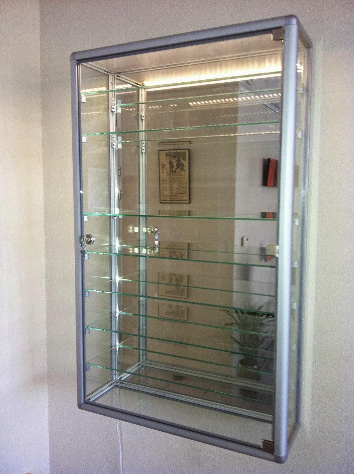 vitrinekast van glas vitrine masters. Black Bedroom Furniture Sets. Home Design Ideas