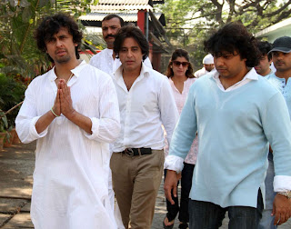 Funeral of Sonu Nigam's mother