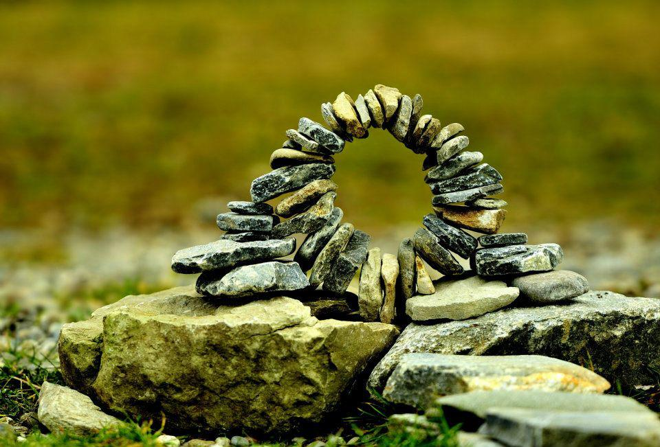 Stone Art Blog: Miniature stoneworks. Giants amongst pebbles.