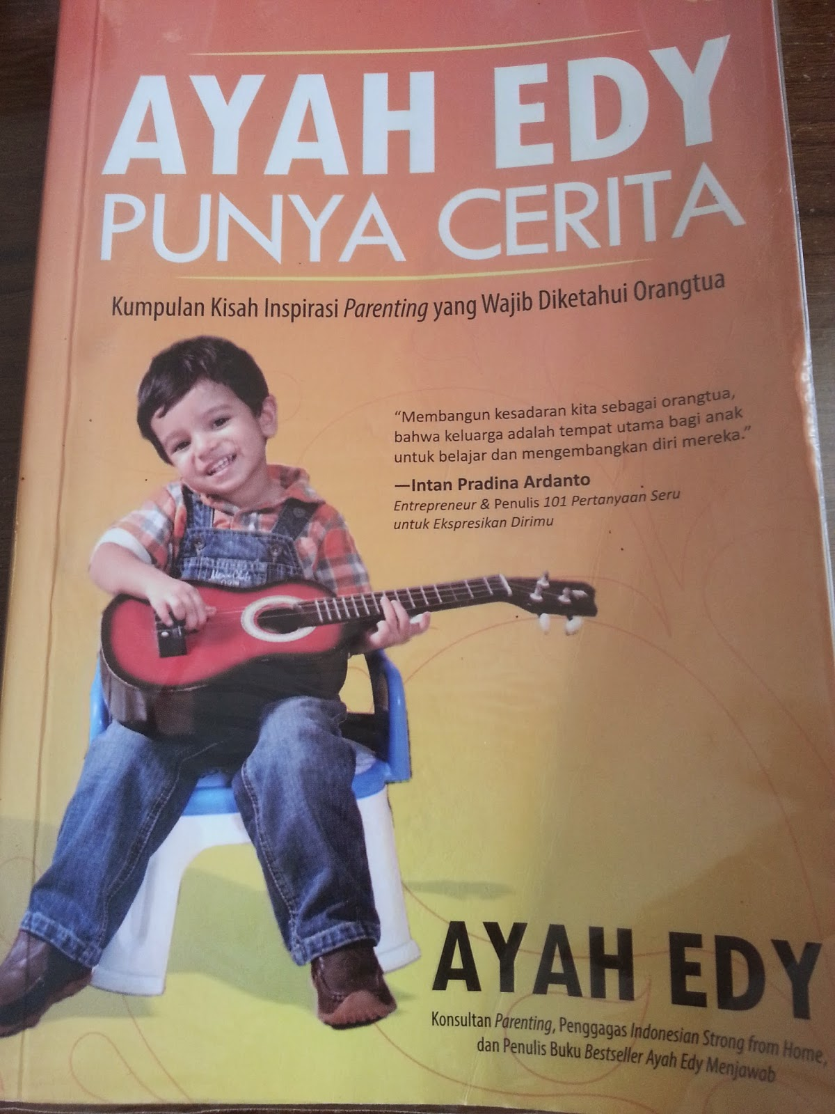 Resensi Buku Ayah Edy Punya Cerita