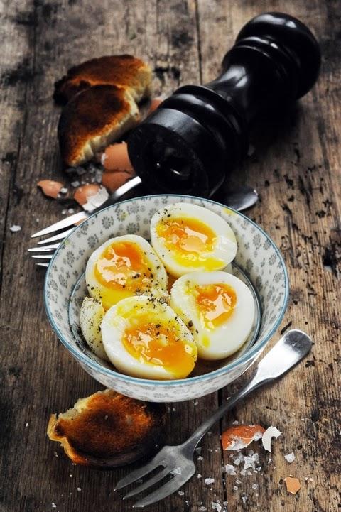 L'œuf, le plus grand des luxes de tous les jours ? Et si on préparait maintenant nos œufs coulants de demain matin ???