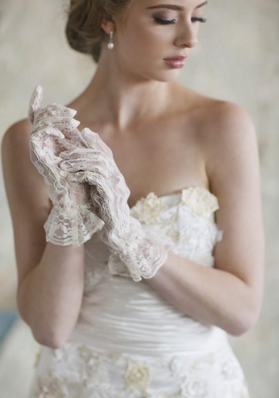 I heart wedding dress for Wedding dresses with gloves
