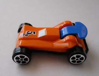 maqueta de coche en miniatura regalo de huevos kinder sorpresa