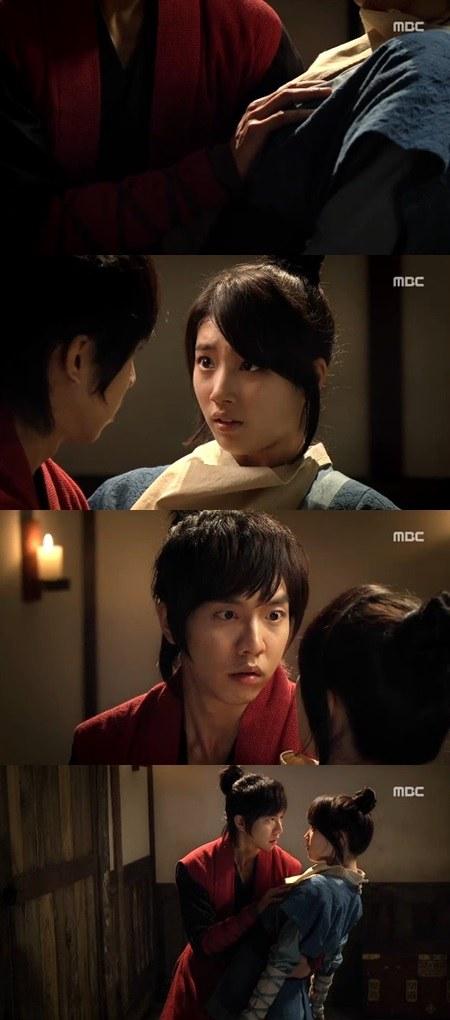 Lee Seunggi Pegang Dada Suzy