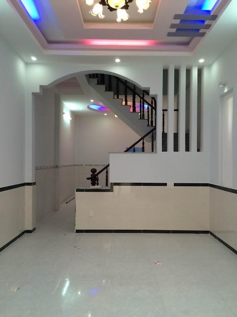 Phòng khách thiết kế trần là hệ thống đèn chiếu sáng kiểu mới