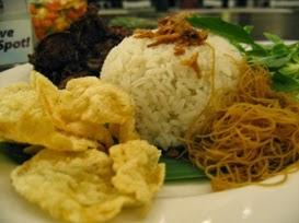 resep nasi uduk betawi,kandungan gizi dalam nasi uduk,masakan betawi