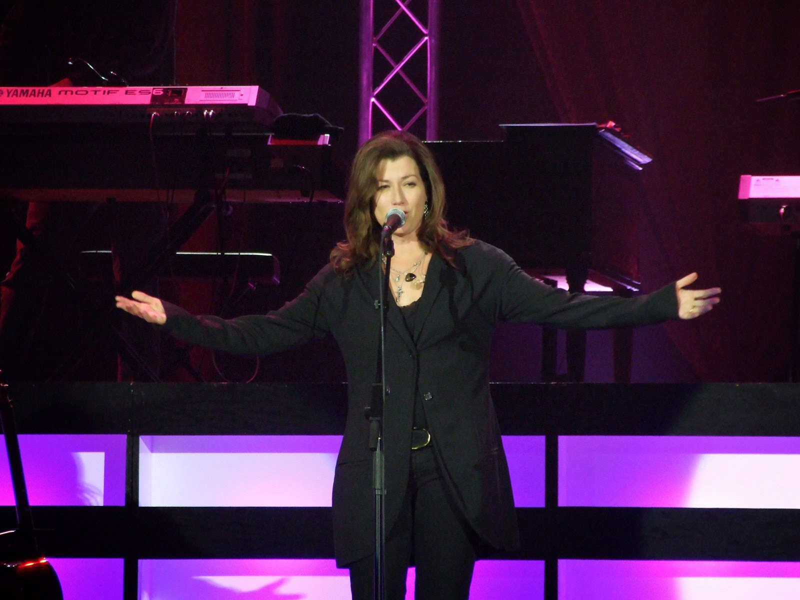 Amy-Grant---Be-Still-and-Know...-Hymns-&-Faith-2015-live-performance-on-stage