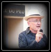 Jean MAS devant le MUSEE DU PEU, BONSON