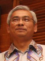 pakar perlembagaan, Profesor Dr Abdul Aziz Bari.