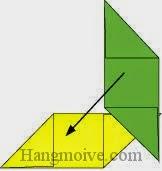 Bước 4: Đặt tờ giấy màu xanh lên vuông góc với tờ giấy màu vàng.