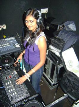 performing dj sonica