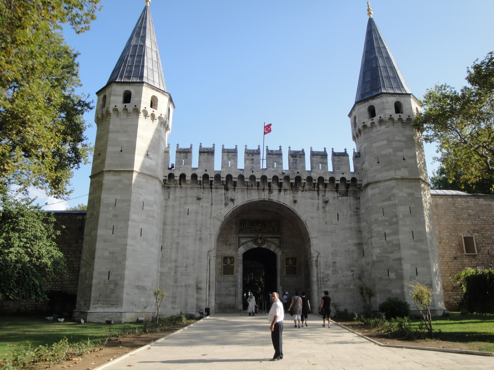 the role of castles in middle ages Castles in the middle ages castles were primarily built during the wars of the late middle ages for the purpose of protection originally, the castle was simply built, but the need for.