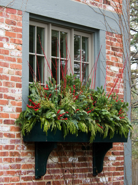 The Domestic Curator: Outdoor Christmas Decorating Tips