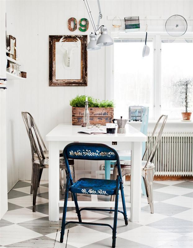 Un giorno speciale tra cucina e soggiorno - Tavolo con sedie diverse ...