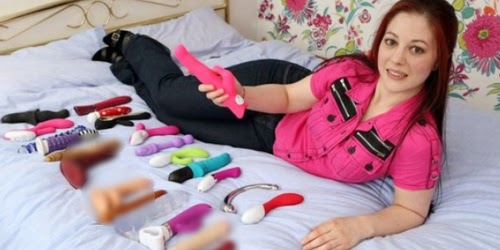 Wanita ini Dapat Ratusan Juta Sebagai Penguji Seks Toys