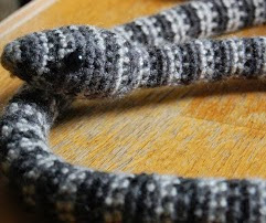 http://translate.googleusercontent.com/translate_c?depth=1&hl=es&rurl=translate.google.es&sl=en&tl=es&u=http://armyofowls.blogspot.com.es/2011/11/crocheted-snake.html&usg=ALkJrhijk3GCSNFYIJFvDn7xlU2GFSKEkw