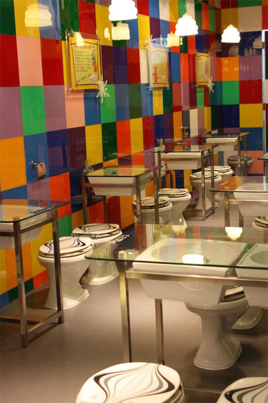 Sinresaca raros bares xii disculpe el ba o for Decoracion de banos de restaurantes