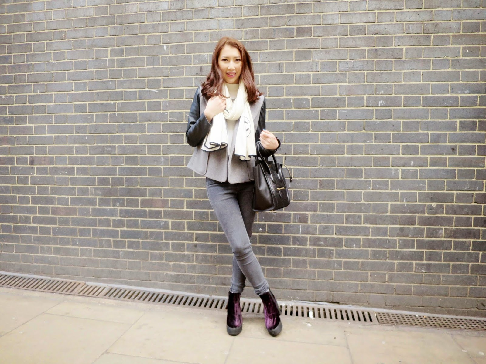 My grey outfit blended into the grey walls of London