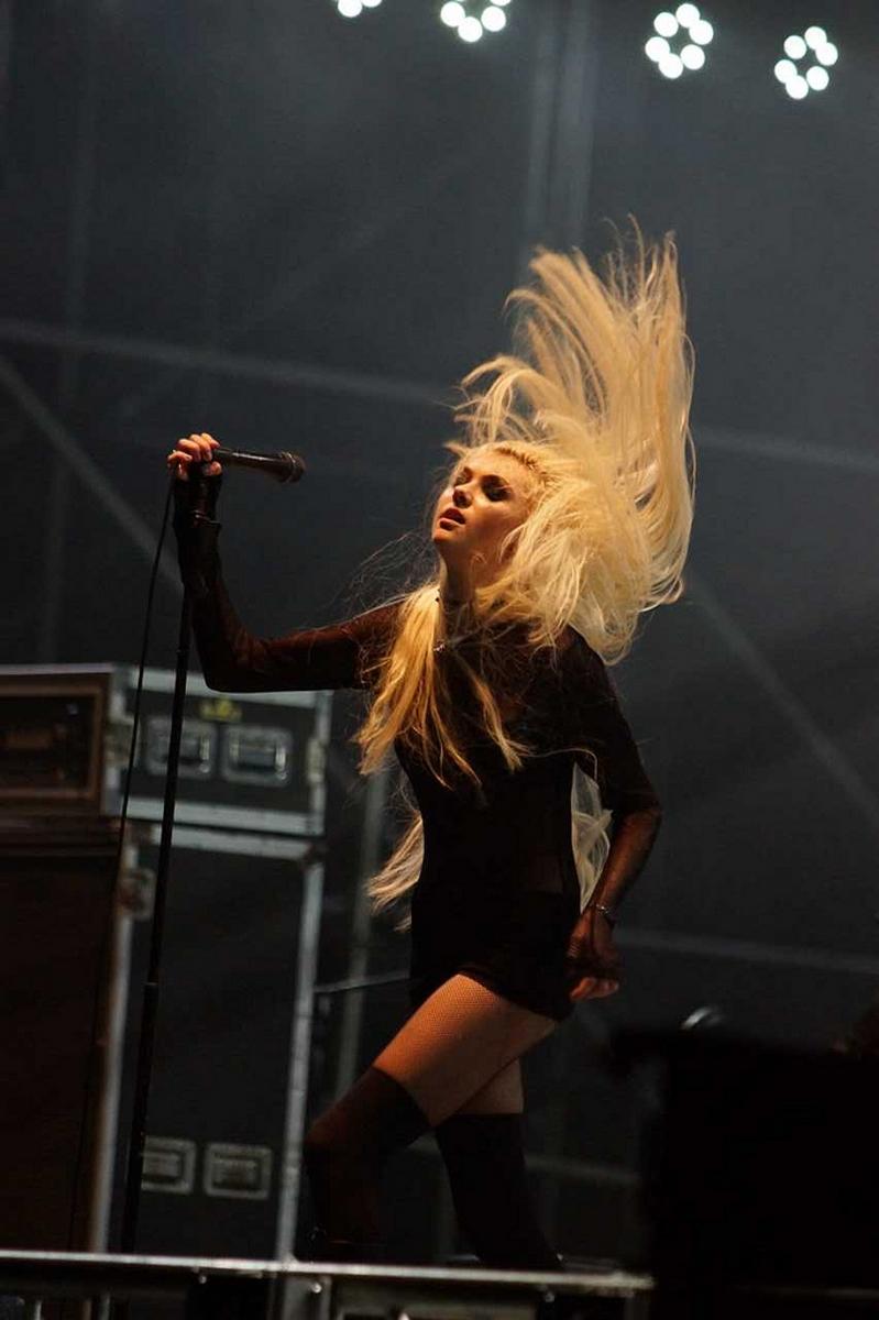Taylor Momsen Sexy Ass Peformance In China ~ DISNEY STAR