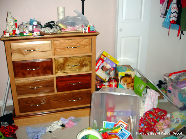 How to Create a House of Order. Ever wondered how to declutter and get rid of trash? See your floor again. Set your goal and work toward it. Get rid of 3 things a day. You can do it! heavenissmilingabove.blogspot.com
