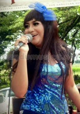 Download lagu Yeyen Vivia – Goyang Dumang – New Sitara live Kediri 2014