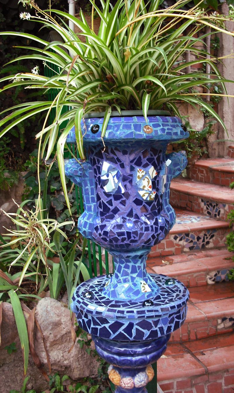 Joan seriny jarr n de jard n en trencad s mosaicos for Mosaicos para jardin