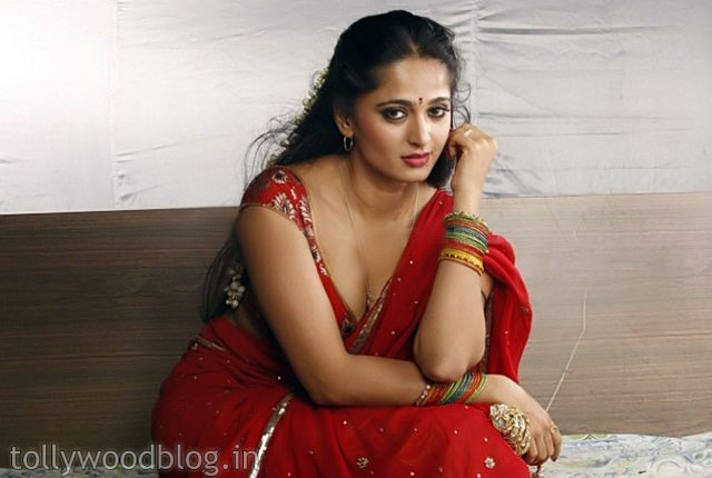Anushka Hot Photos Shoot Vaanam Tamil MovieTelugu Cinema News ...