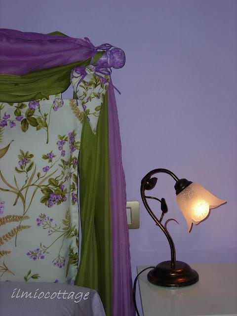 ... le tende al bastone sempre con lo stesso tessuto usato per la testiera