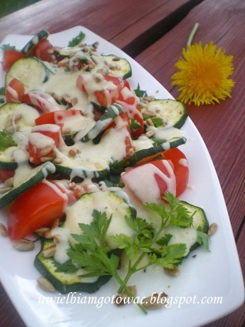 Letnia sałatka z grillowaną cukinią