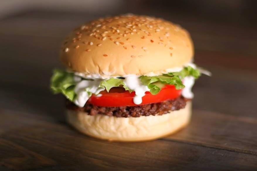 Porto Alegre inaugura primeiro fast-food vegano do Brasil