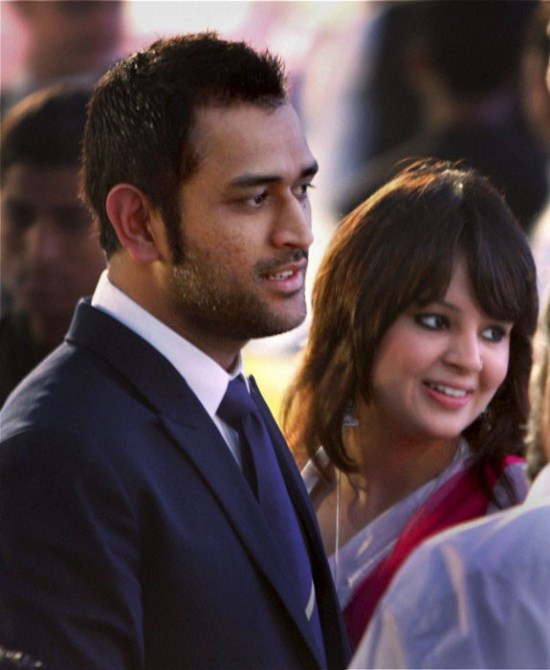 cricketer dhoni his wife sakshi bcci awards actress pics
